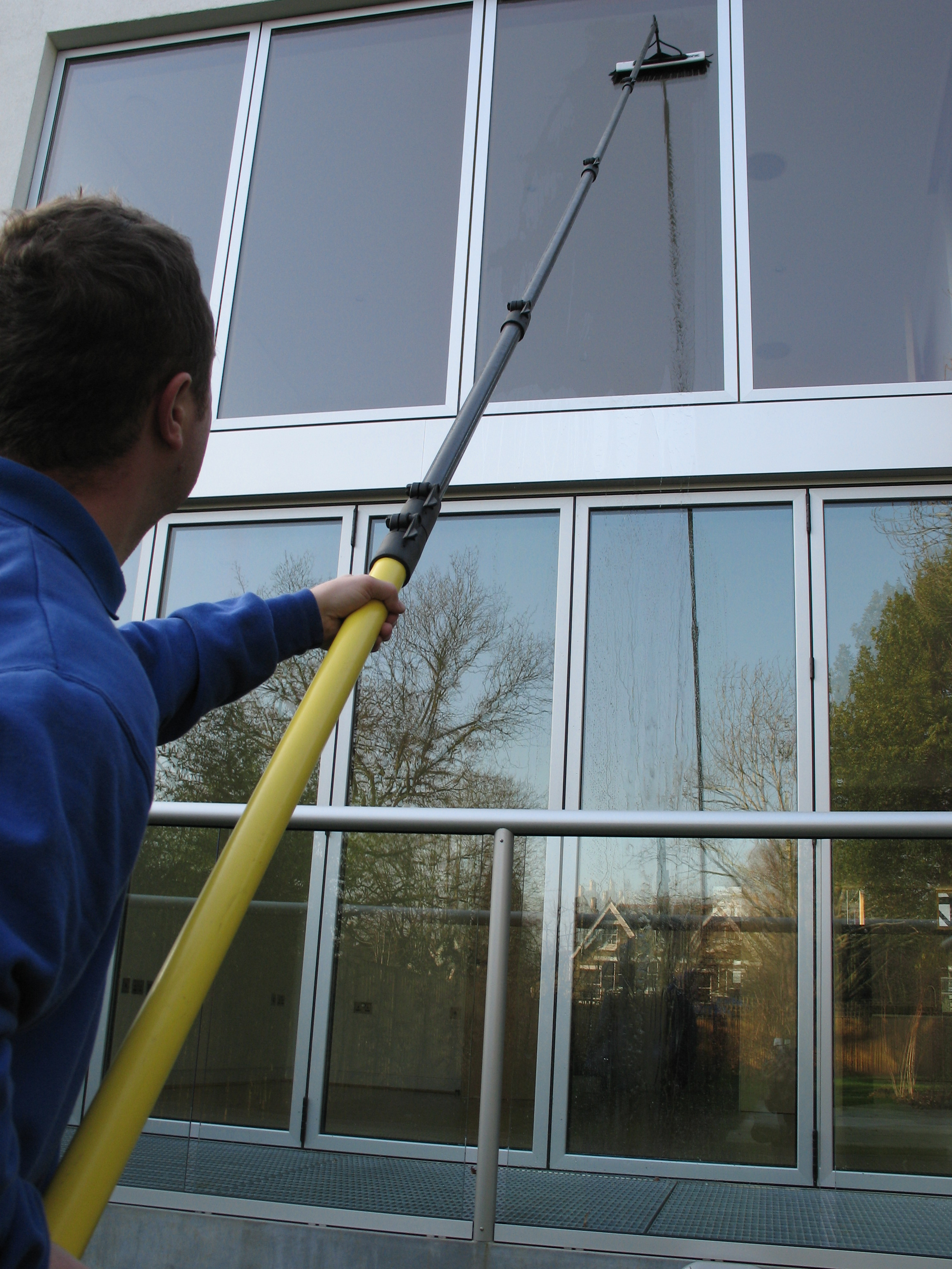 Professional commercial window cleaners for Window washing